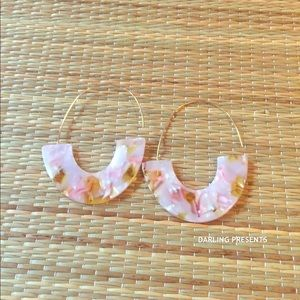 MARBLE OPEN HOOP EARRINGS